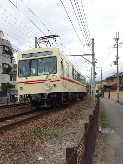 元田中駅付近を走る叡山電車