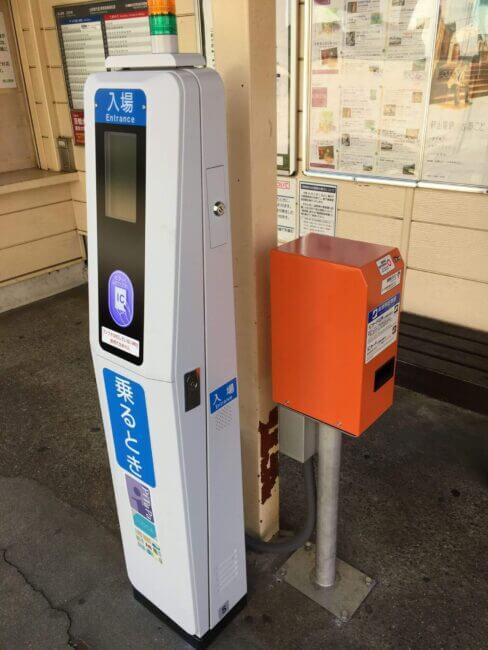 叡山電車の各駅に設置されたICカードの読み取り機
