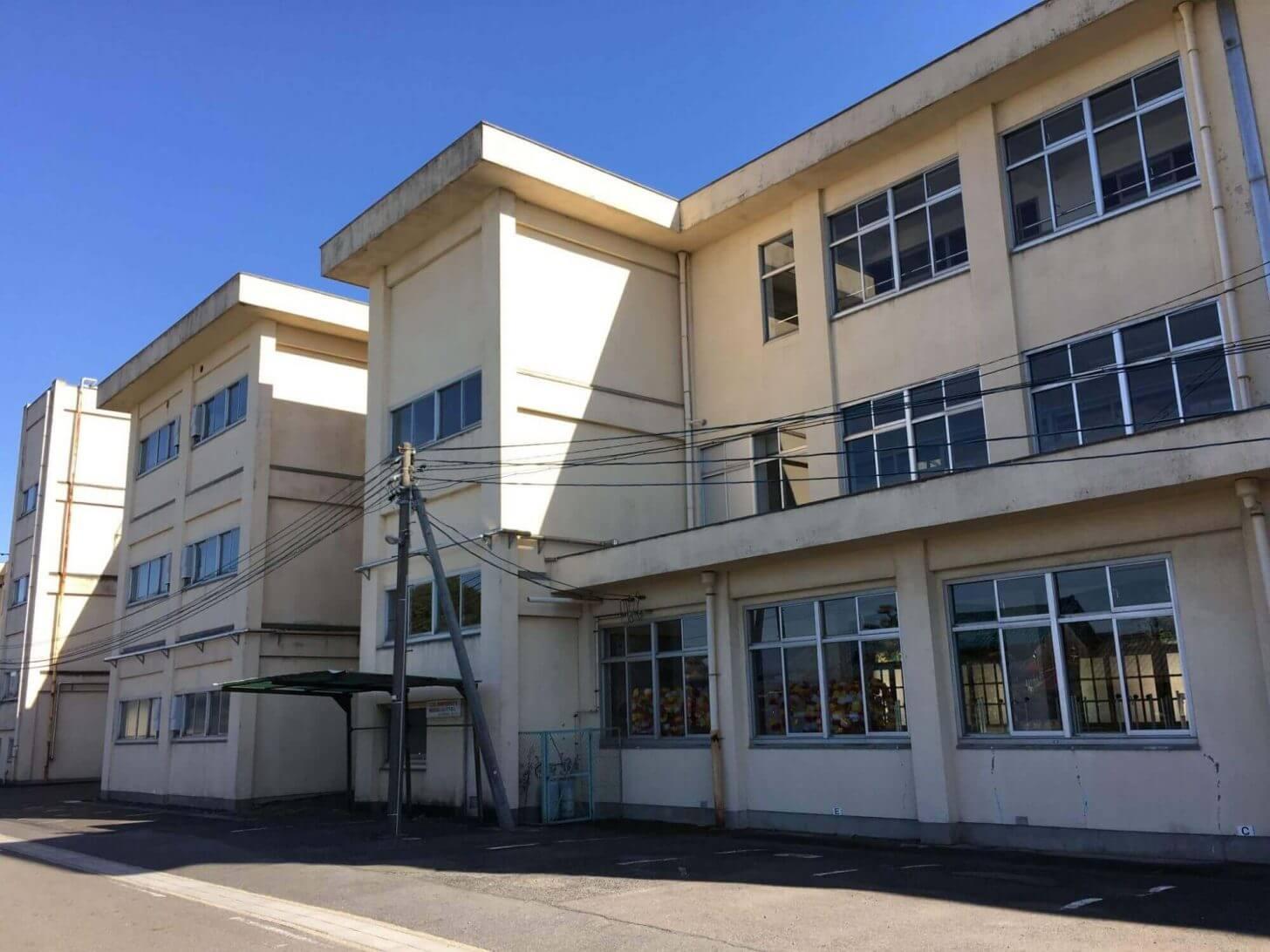 豊山小学校