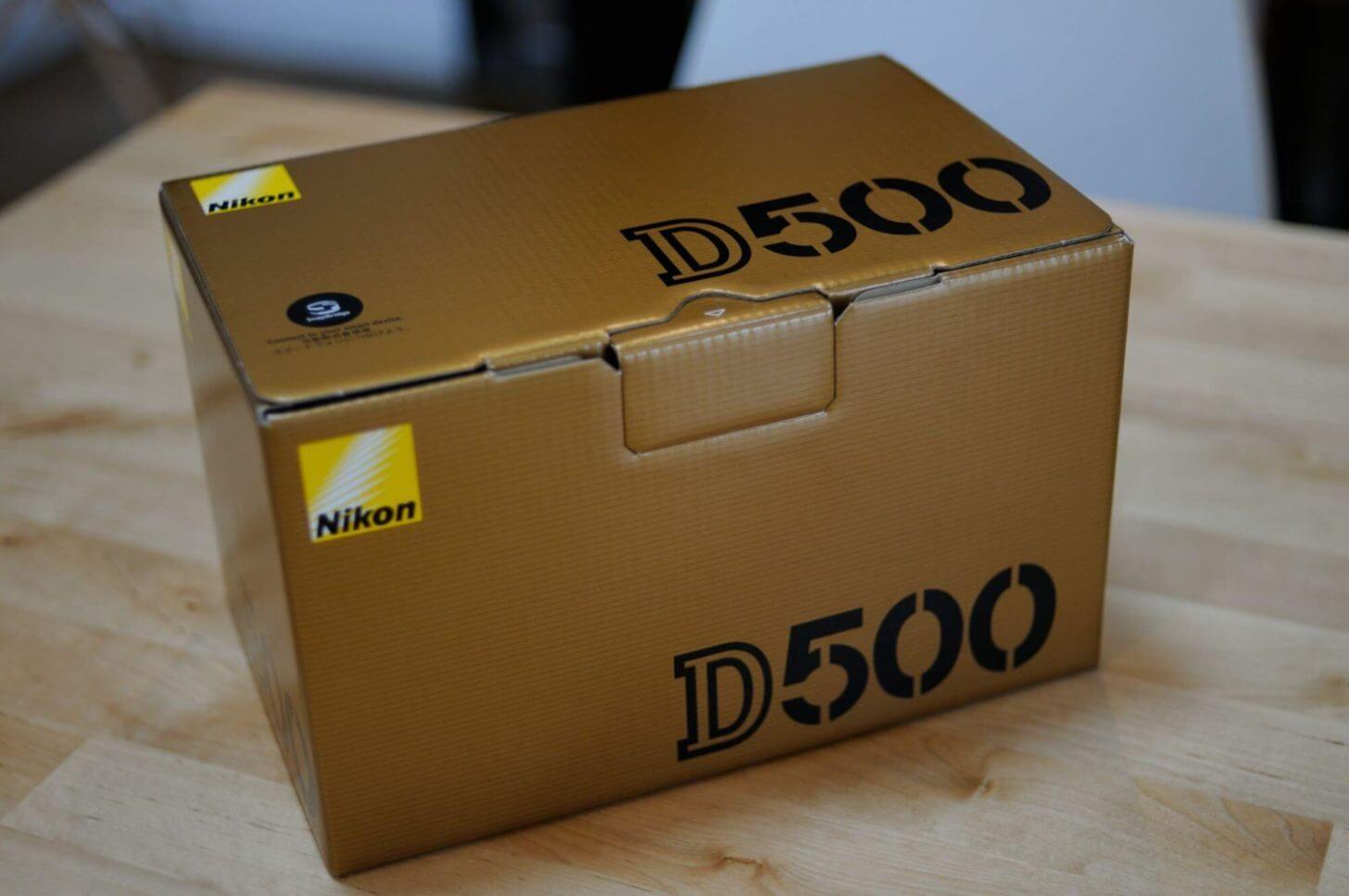 箱に入ったD500