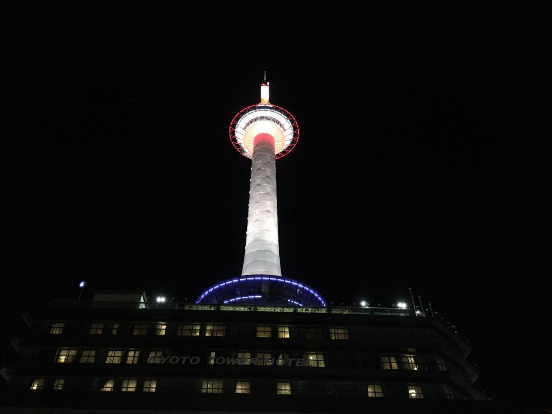 夜の京都タワー外観