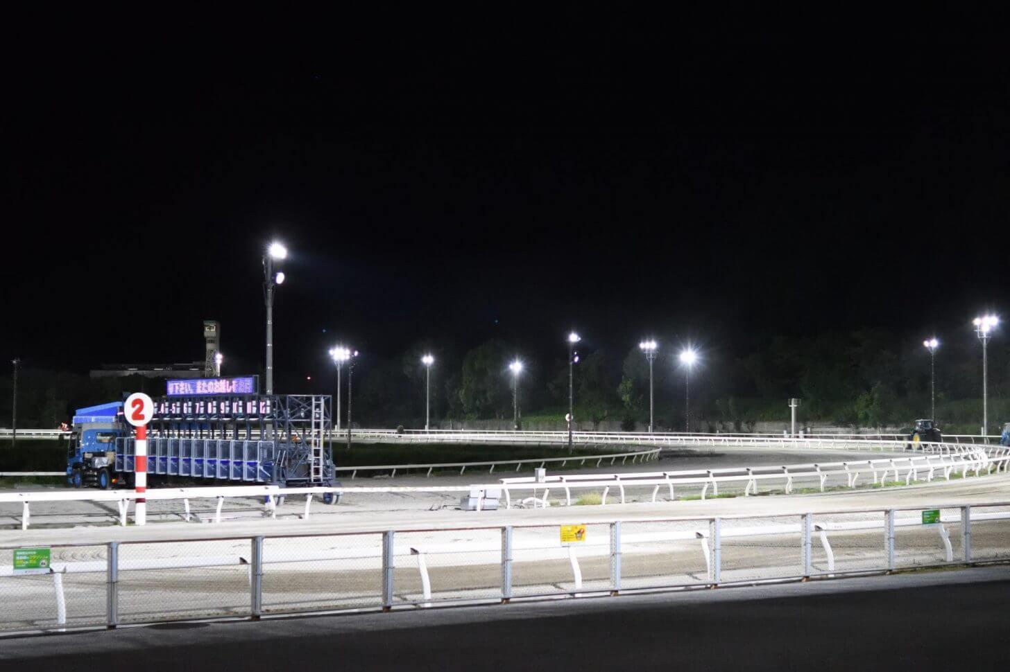 夜の高知競馬場のコース