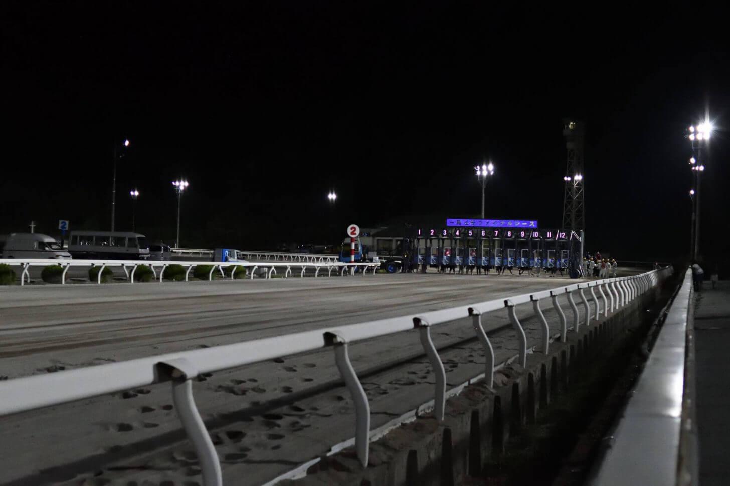 夜の高知競馬場レース前