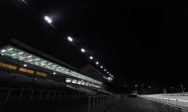 高知競馬場・夜さ恋ナイタースタンド風景