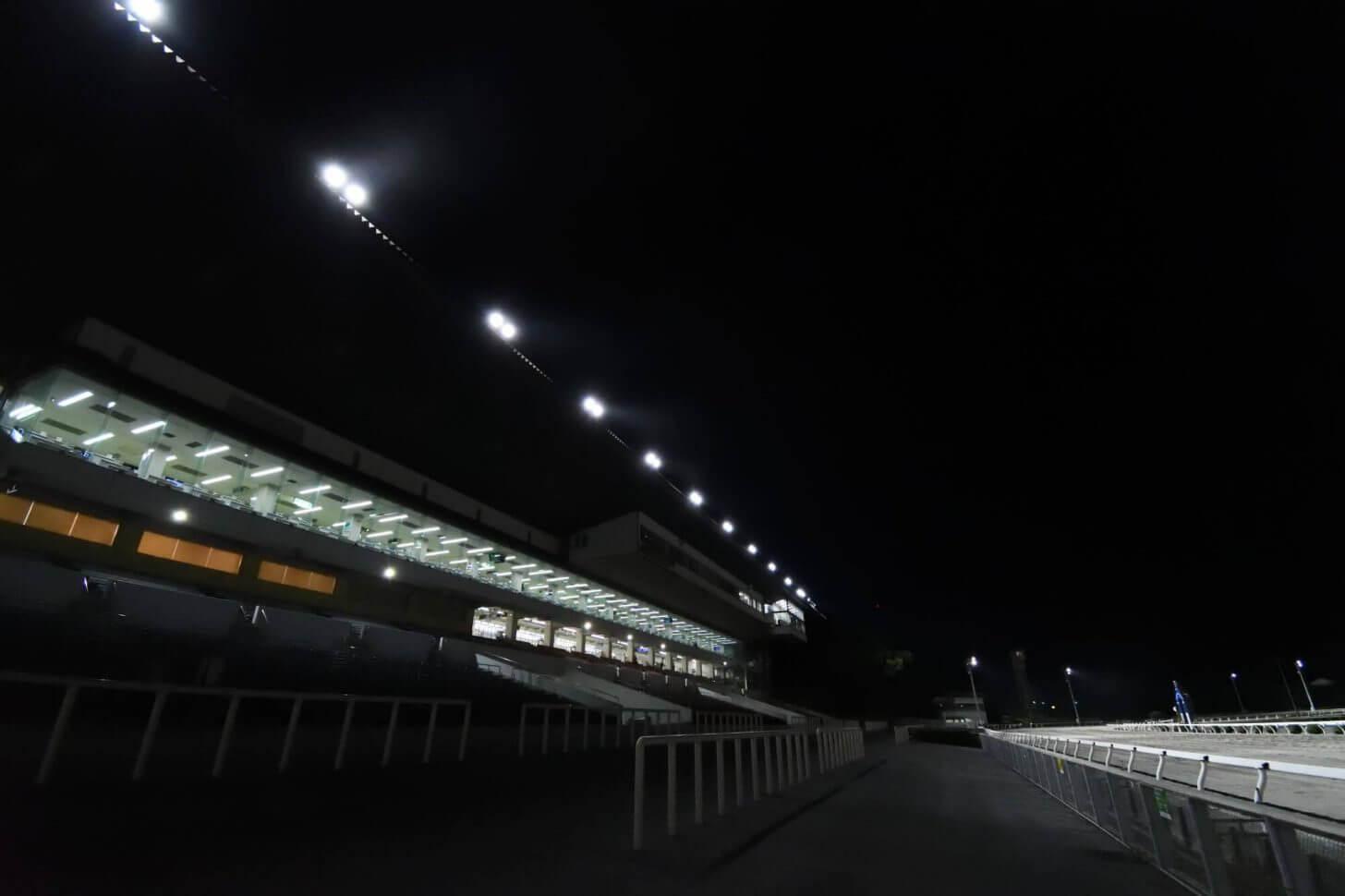 レース後の高知競馬場のスタンド