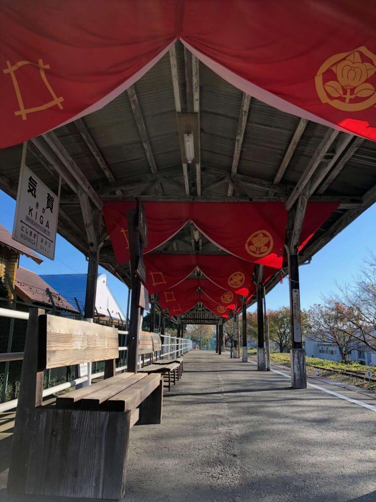 iPhoneXで撮る気賀駅のホーム