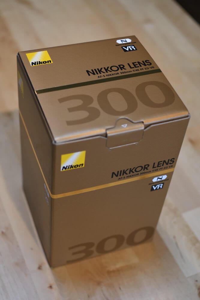 箱に入ったAF-S NIKKOR 300mm f/4E PF ED VR
