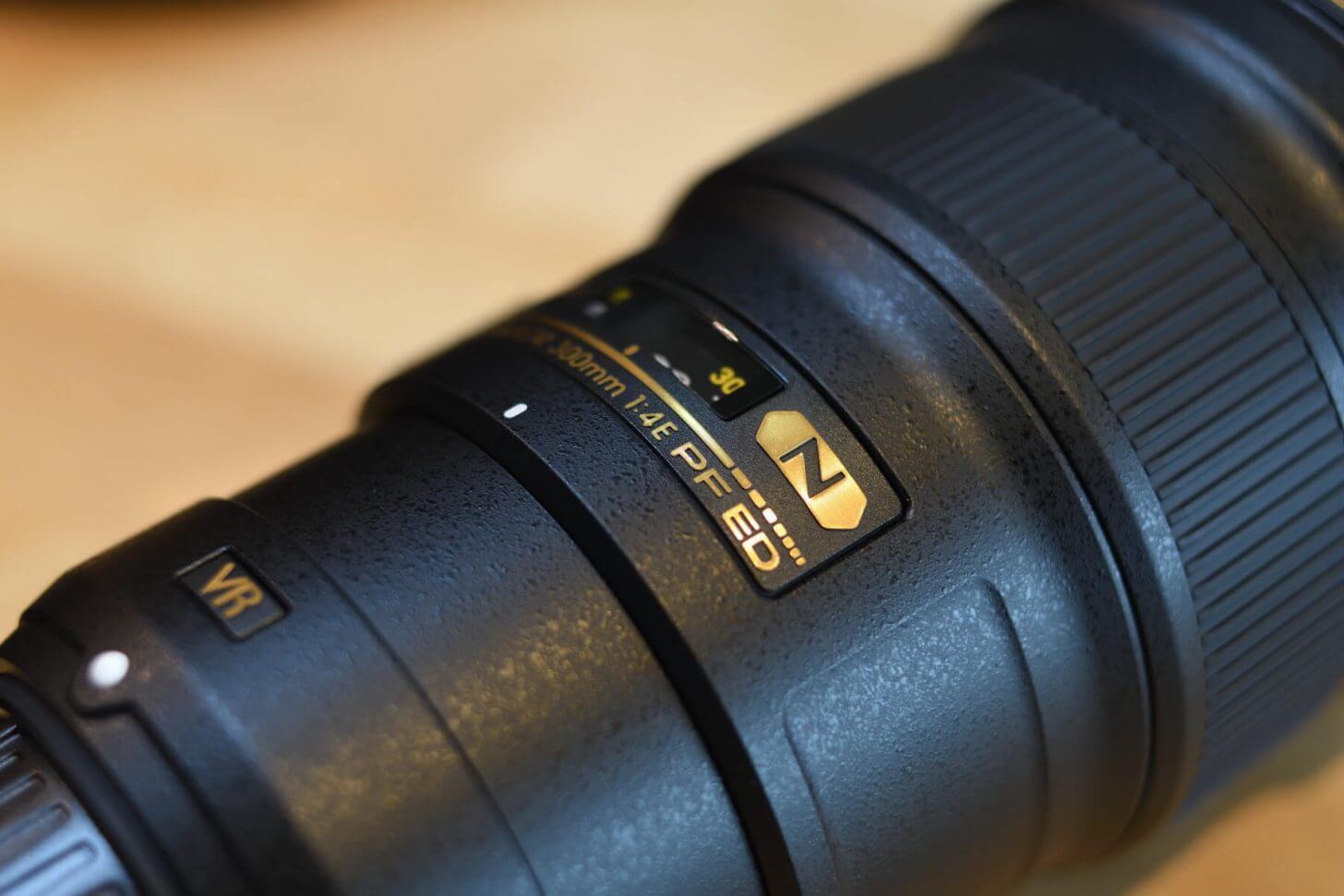 AF-S NIKKOR 300mm f/4E PF ED VRエンブレム