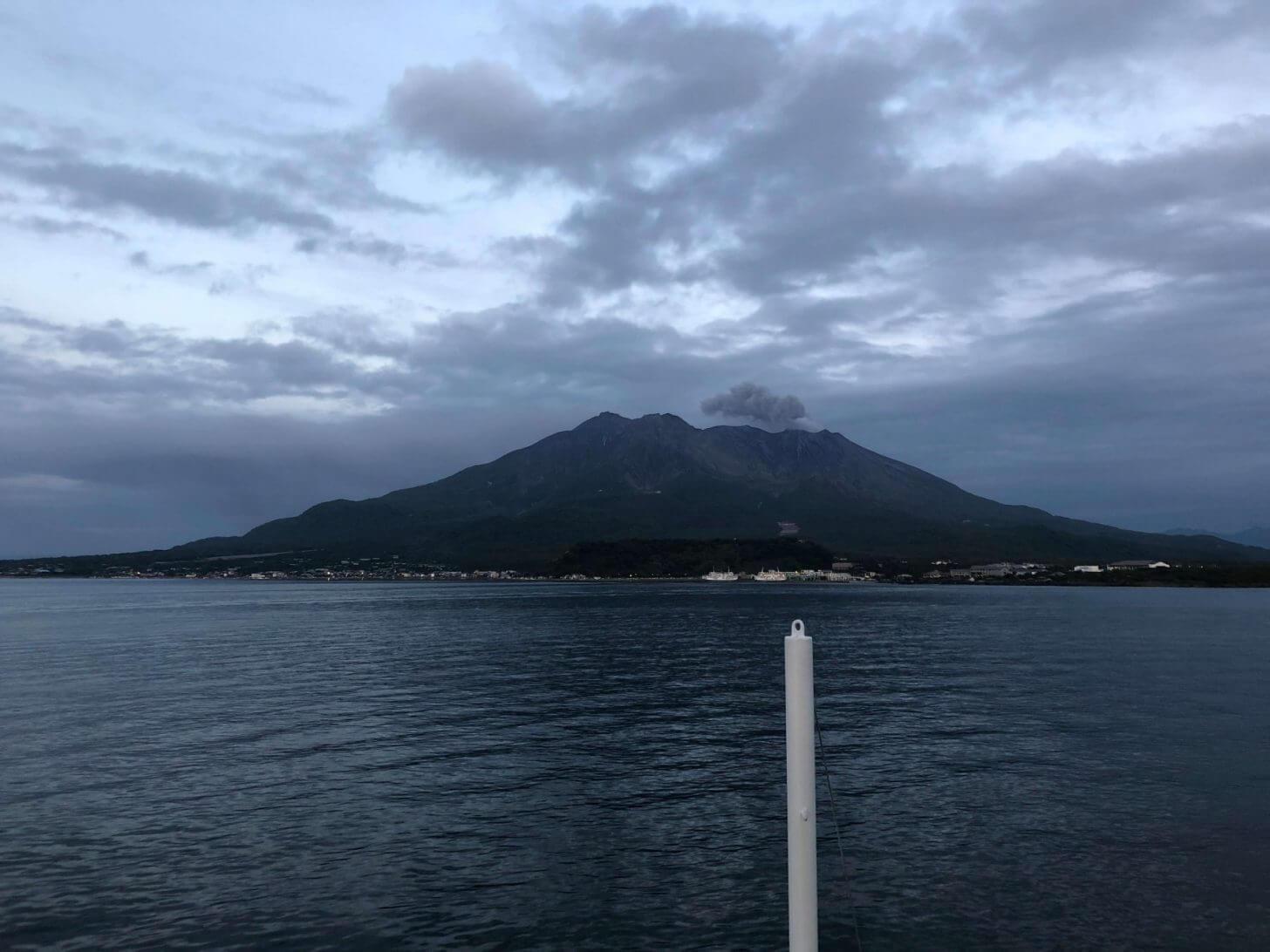 桜島フェリーの船上からの桜島