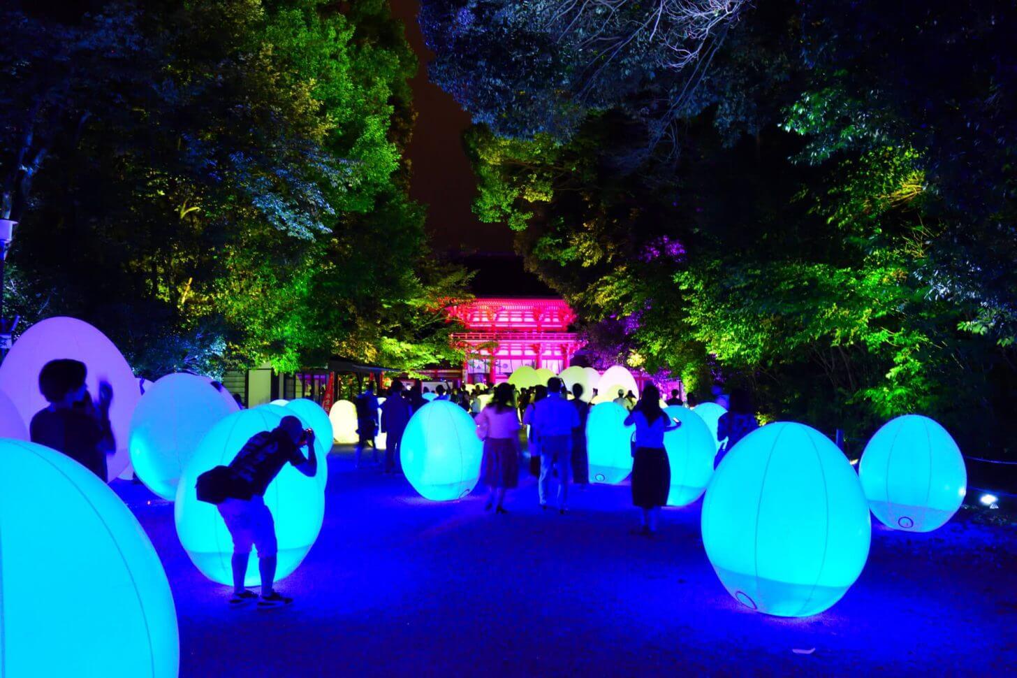 糺の森の光の祭2018 鳥居と楼門の間の風景