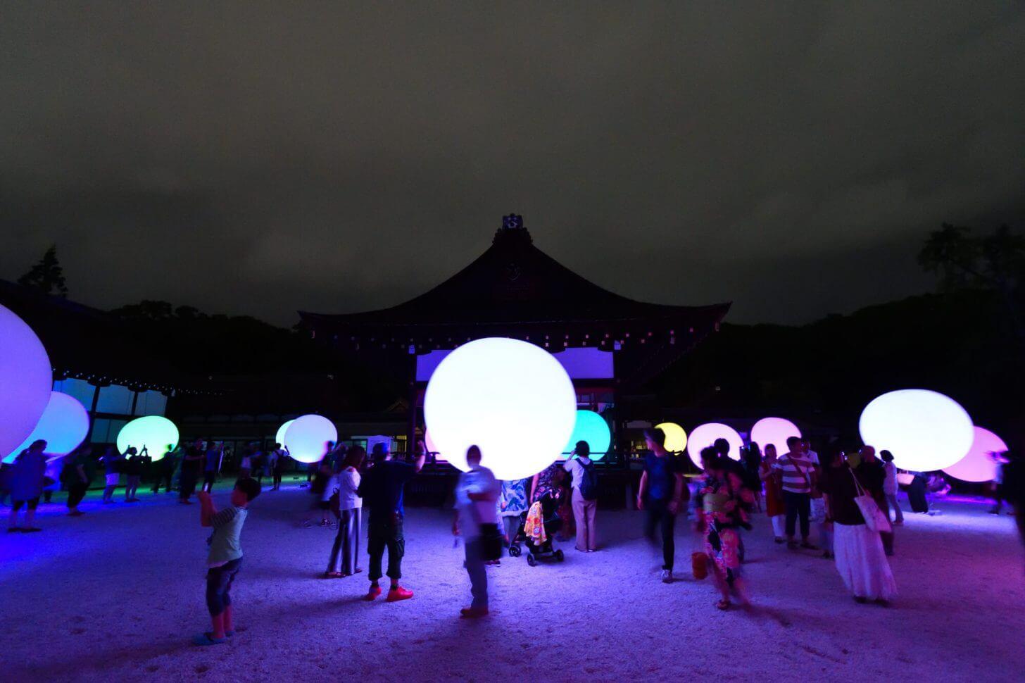 糺の森の光の祭2018 楼門内の風景