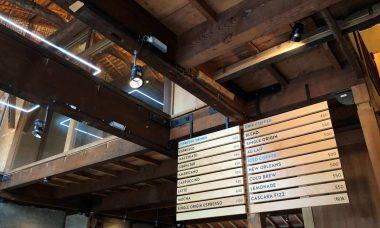 ブルーボトルコーヒー京都カフェのメニュー表と店舗の内装