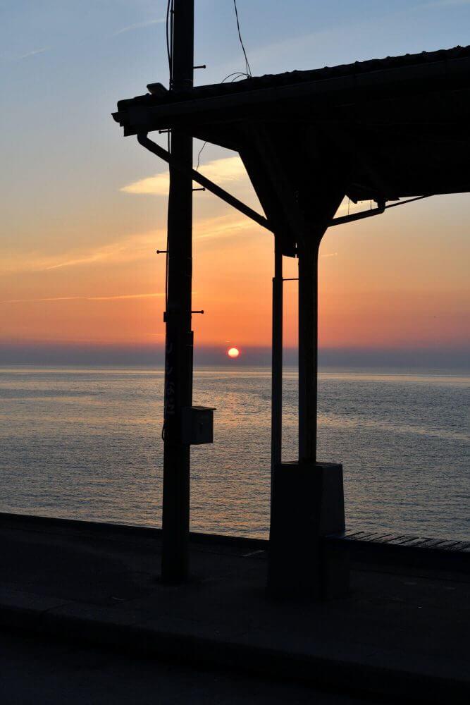 日が沈む間際の下灘駅