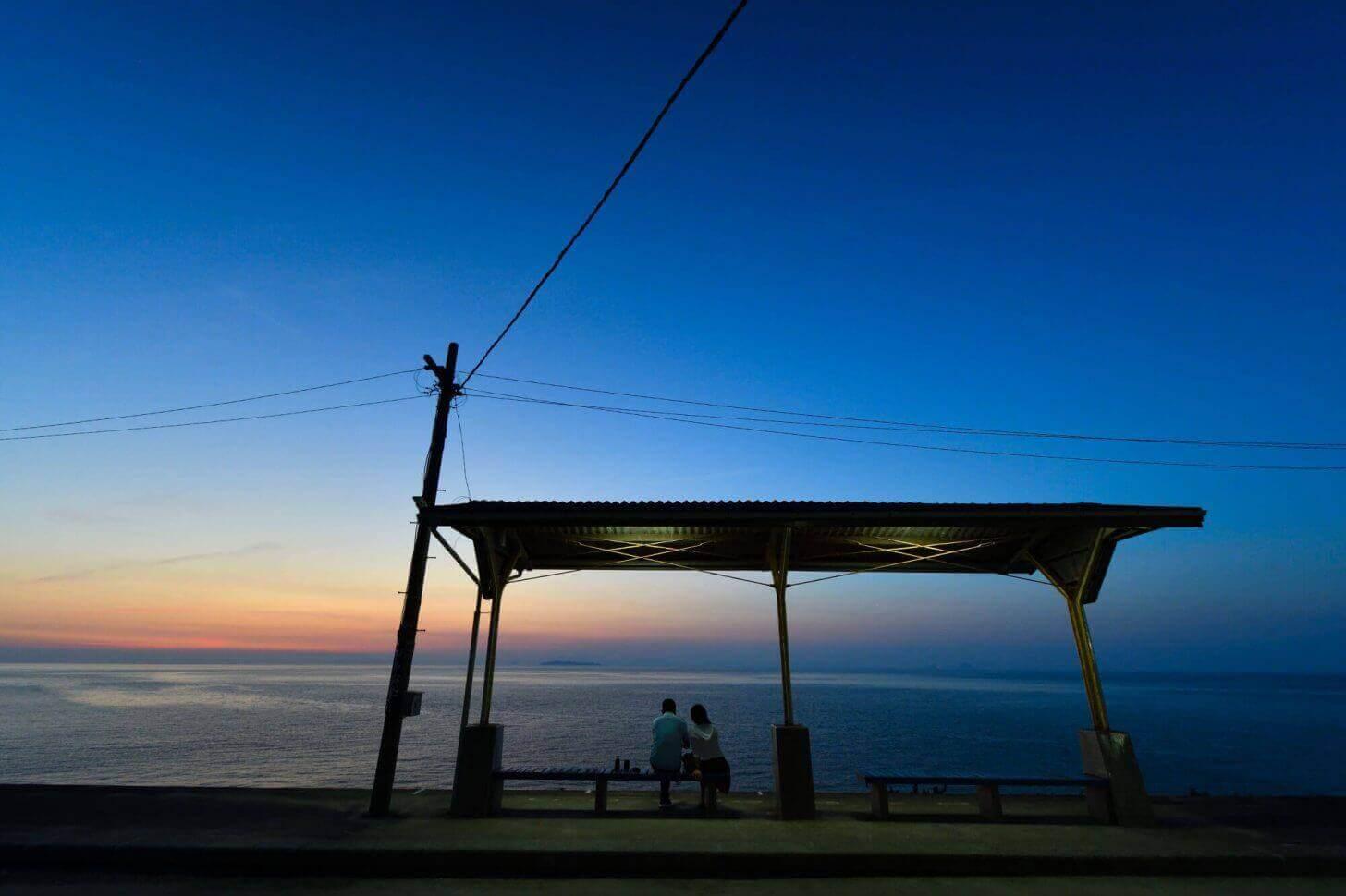 日の入り後の下灘駅
