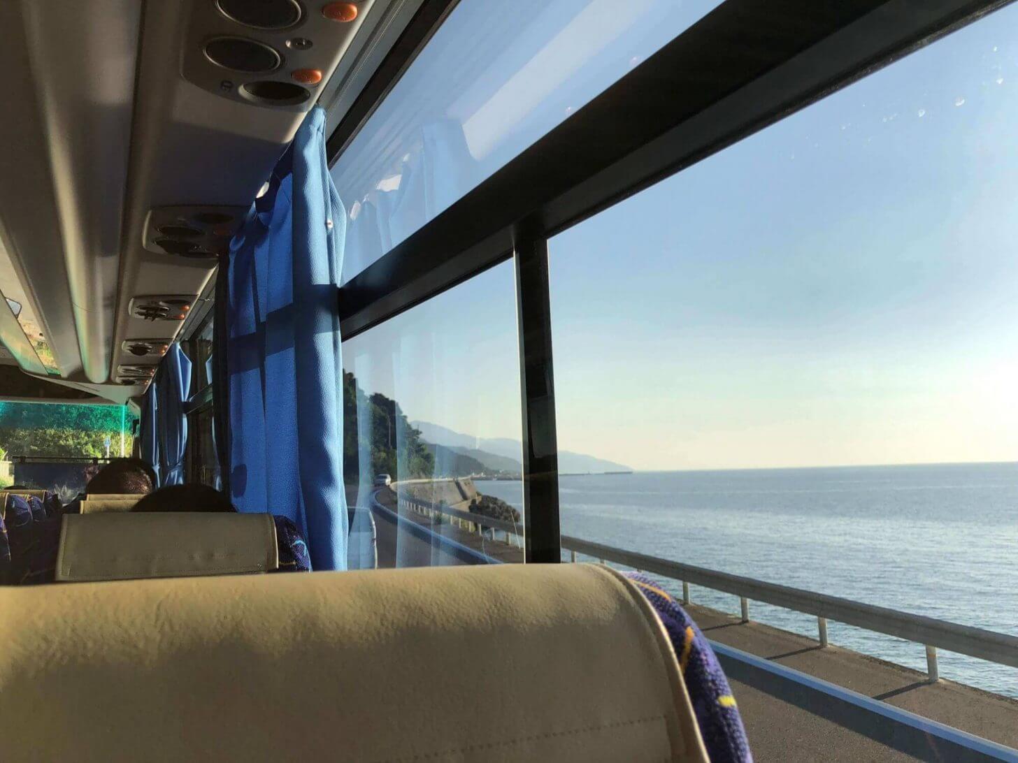 代行バスの車内からの瀬戸内海