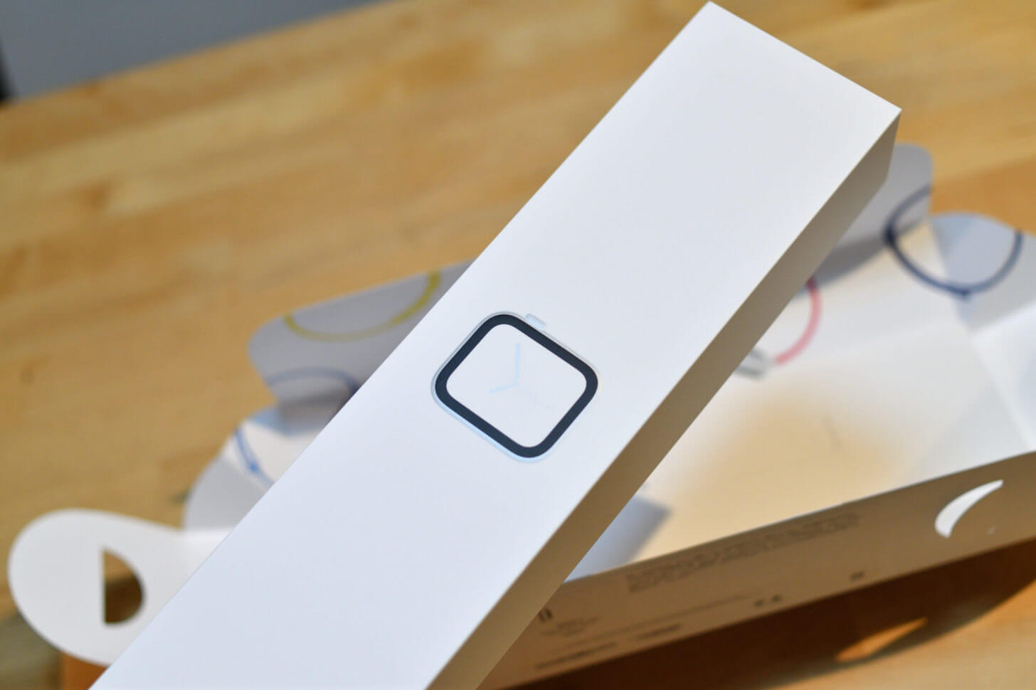 Apple Watch Series 4が入っている箱
