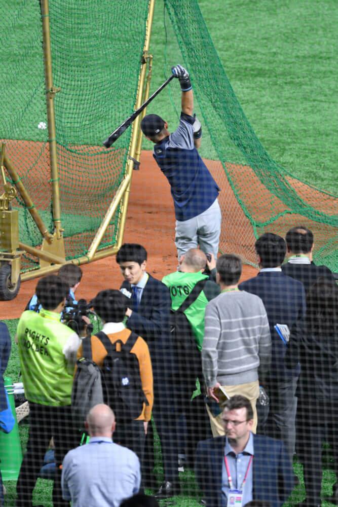 MLB開幕戦・試合前打撃練習中のイチロー