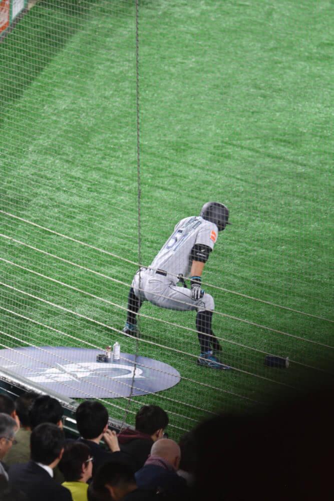 2019MLB開幕戦・ネクストバッターズサークルでのイチロー