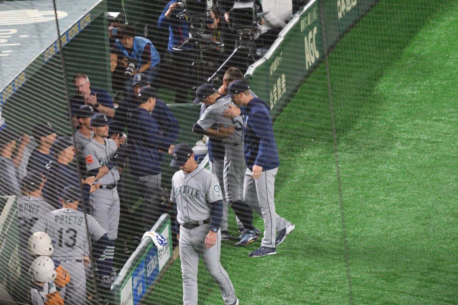 MLB開幕戦・途中交代するイチロー