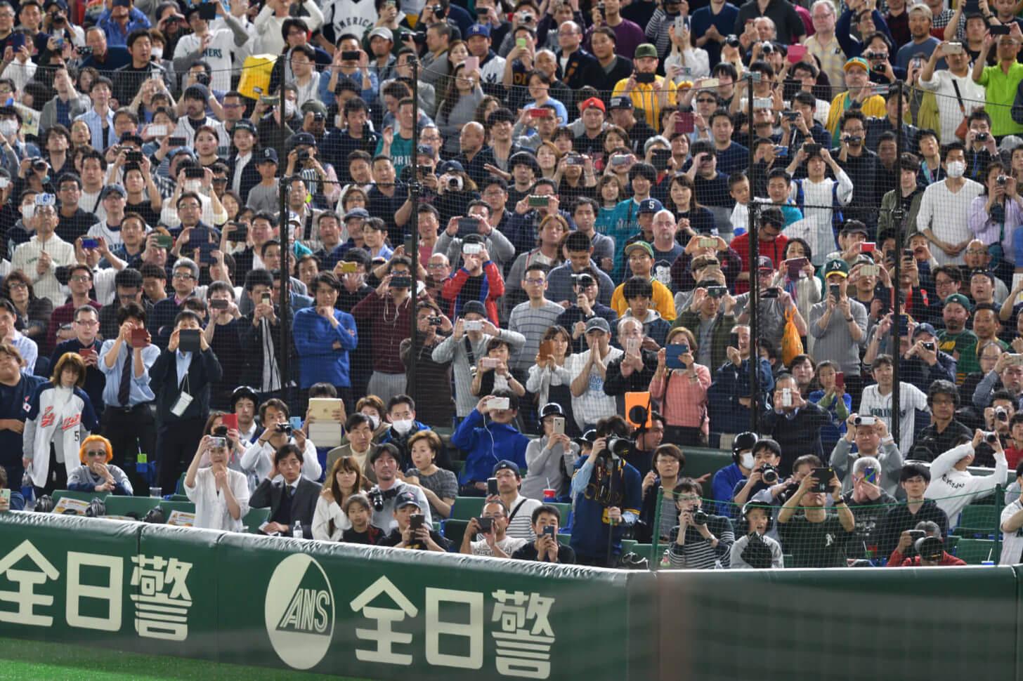 イチローの打席を見守る観客