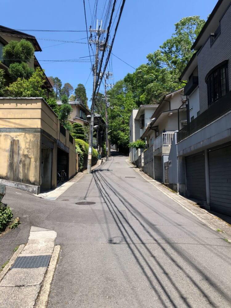 北山駅から円通寺に向かう坂道