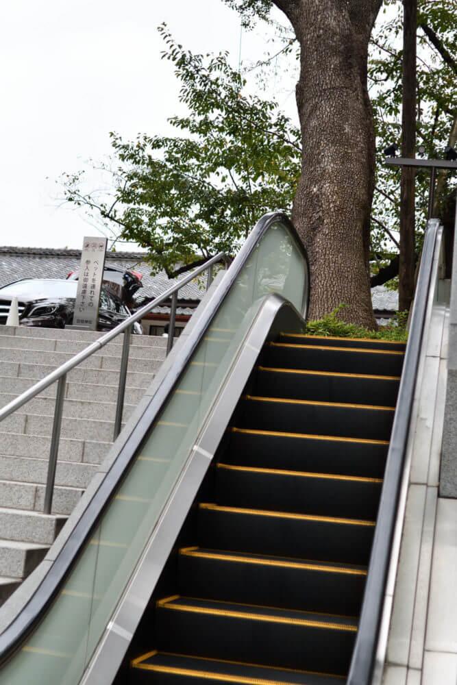 山王日枝神社の参道のエスカレーター