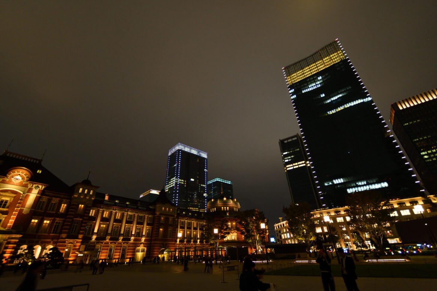 夜の東京駅丸の内駅舎とKITTE