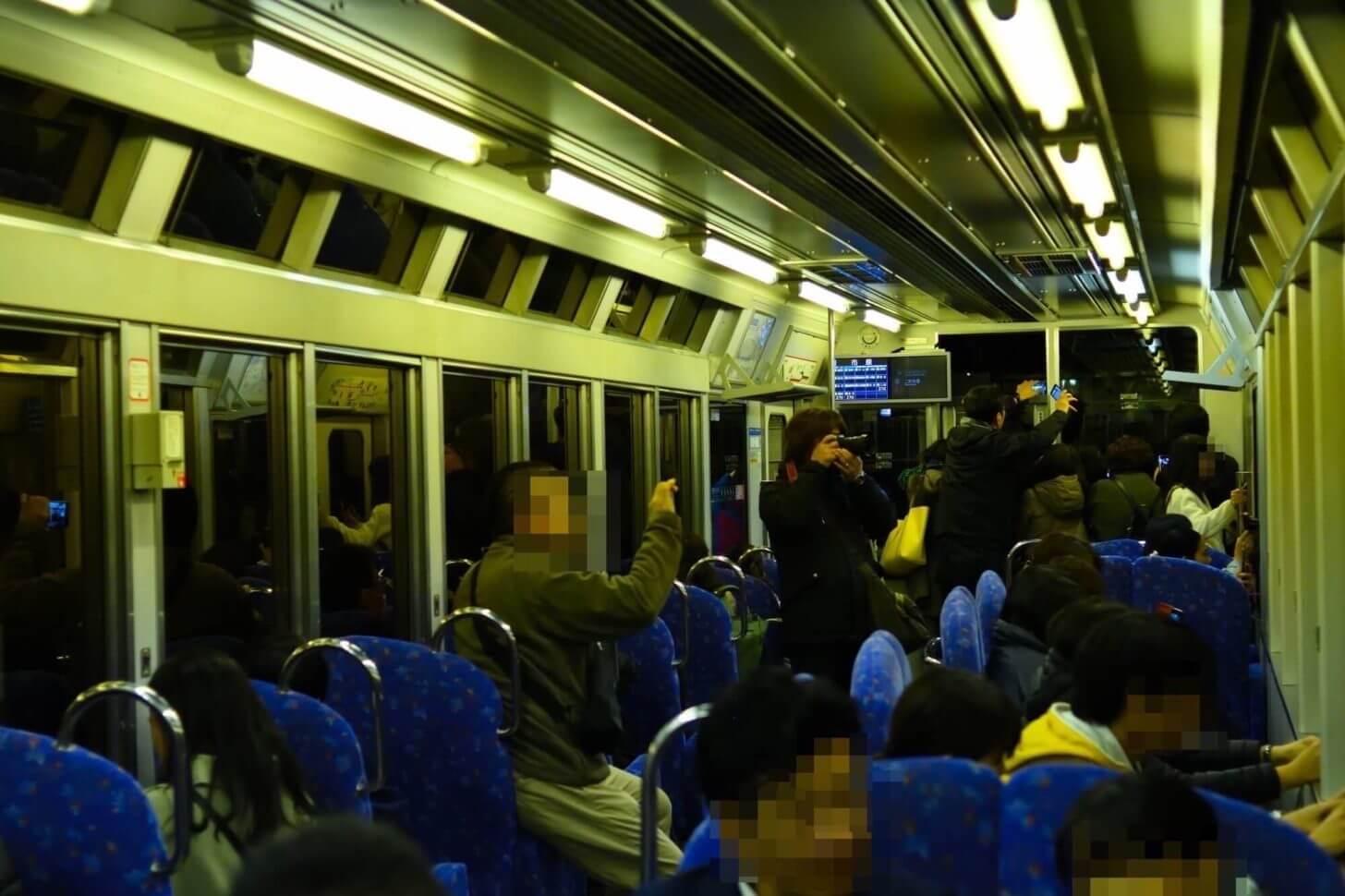 叡山電車・もみじのトンネルに入る前の車内風景