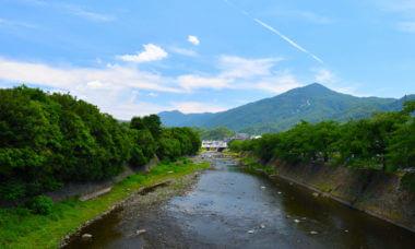 夏の高野川と比叡山