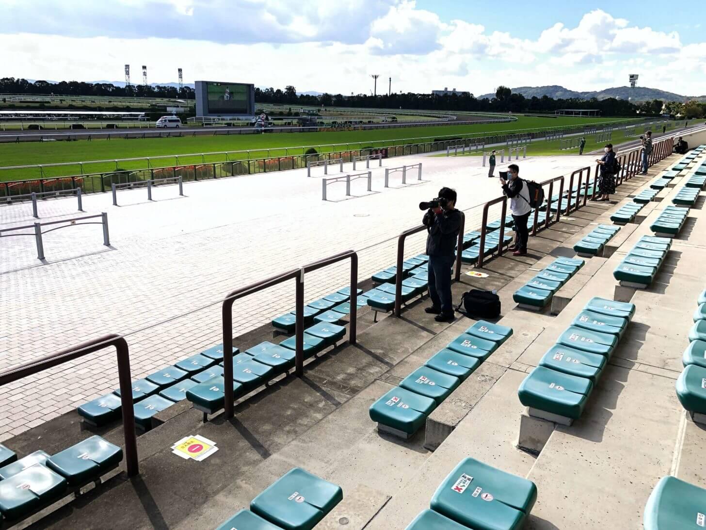 コロナ禍の京都競馬場スタンド